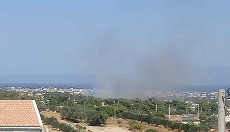Σε ύφεση η πυρκαγιά στη Βάρη – Εκκενώθηκαν τα χωριά SOS κι ένα γηροκομείο | tanea.gr