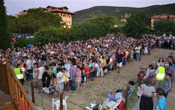 Ο απόλυτος συνωστισμός σε Θεσσαλονίκη και Λυκαβηττό για τον Άγιο Παΐσιο | tanea.gr