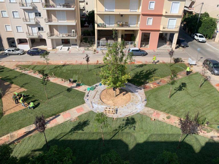 Ιλιον: Ετοιμη να αποδοθεί στους κατοίκους η νέα πλατεία στην περιοχή Μιχελή   tanea.gr