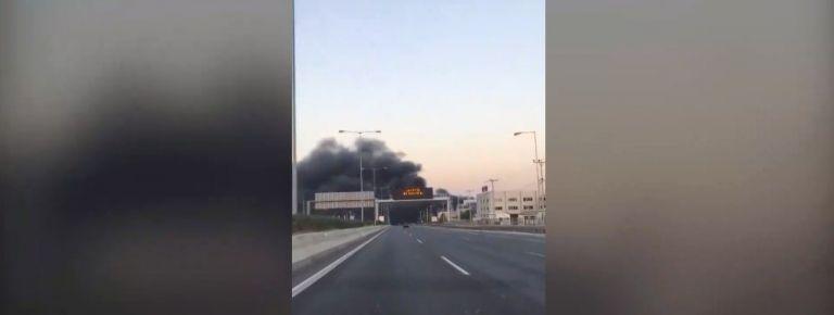 Μεγάλη φωτιά σε εργοστάσιο πλαστικών – Κλειστή η Εθνική Οδός Αθηνών – Λαμίας [Εικόνες] | tanea.gr