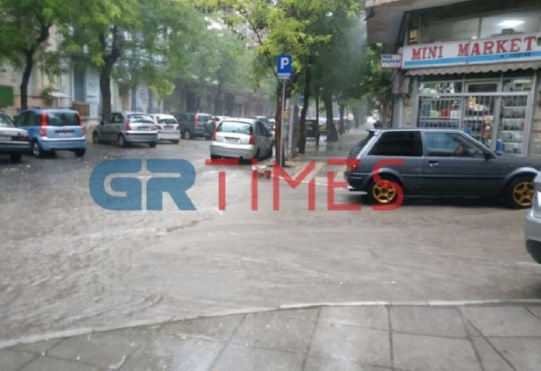 Κακοκαιρία «Θάλεια»: «Άνοιξαν» οι ουρανοί στη Θεσσαλονίκη | tanea.gr