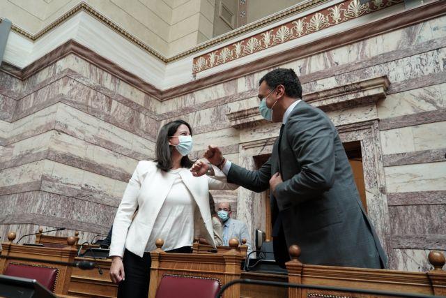 Προτροπή Κεραμέως στους γονείς να επιστρέψουν μέχρι τέλη Αυγούστου – Με Κικίλια ενημερώνουν τη Βουλή για τα σχολεία | tanea.gr