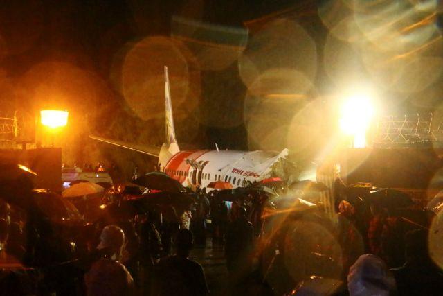 Πολύνεκρη τραγωδία στην Ινδία: Στα δύο κόπηκε το αεροπλάνο με 191 επιβαίνοντες | tanea.gr