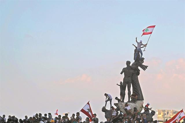 Εξέγερση στον Λίβανο κατά της κυβέρνησης | tanea.gr