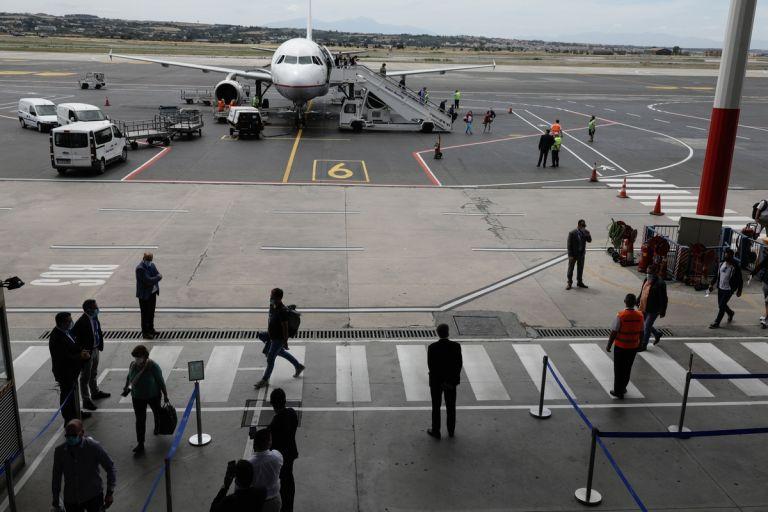 Κοροναϊός: Νέα αεροπορική οδηγία για τις πτήσεις από Αλβανία και Β. Μακεδονία | tanea.gr
