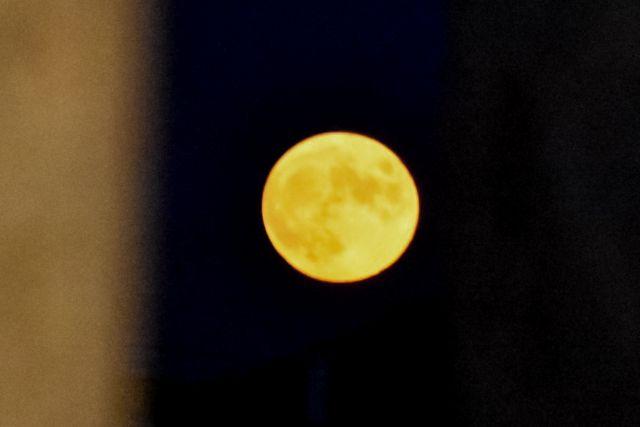Πανσέληνος Αυγούστου: Εικόνες από το φεγγάρι που μάγεψε τον ουρανό | tanea.gr