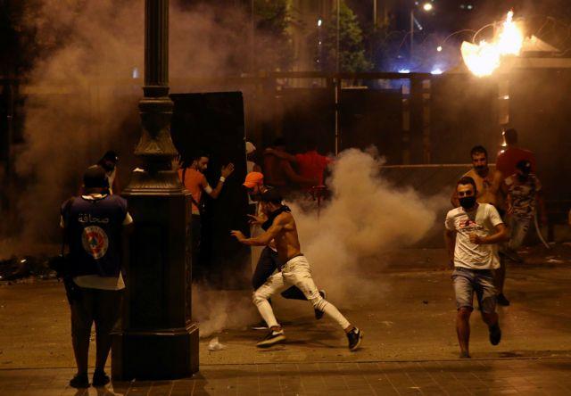 Η Βηρυτός βράζει: Σφοδρές οδομαχίες διαδηλωτών και αστυνομίας | tanea.gr