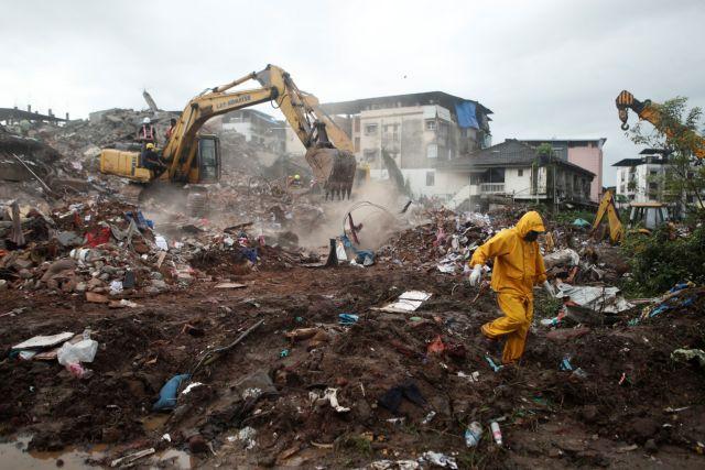Βομβάη: Κατάρρευση πενταώροφου κτιρίου – Δεκάδες εγκλωβισμένοι | tanea.gr
