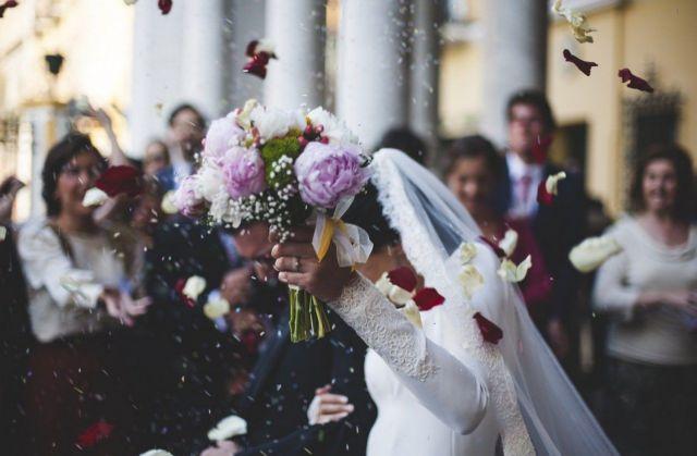 Νέος γάμος «βόμβα - κοροναϊού» στην Κοζάνη | tanea.gr