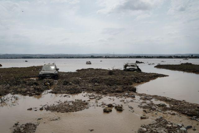 Εύβοια: Οι κάτοικοι προσπαθούν να σώσουν ότι απέμεινε από τα υπάρχοντά τους   tanea.gr