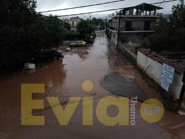 Η «Θάλεια» διέλυσε την Εύβοια: Εικόνες βιβλικής καταστροφής - Πληροφορίες για μια νεκρή | tanea.gr