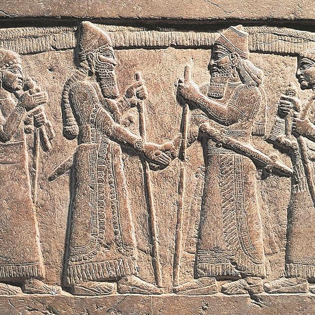 Ποια είναι η ιστορία της χειραψίας; Από σύμβολο συμφωνίας, καθημερινός χαιρετισμός | tanea.gr