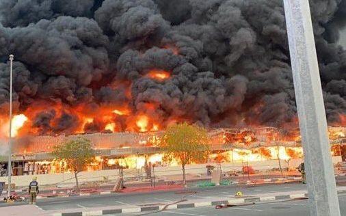 Ηνωμένα Αραβικά Εμιράτα: Φωτιά σαν ηφαιστειακή έκρηξη στο Ατζμάν | tanea.gr