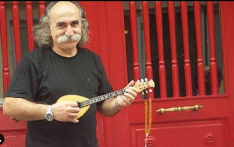 Με μπαγλαμά και τραγούδια στην τελευταία του κατοικία ο Αγάθωνας Ιακωβίδης | tanea.gr