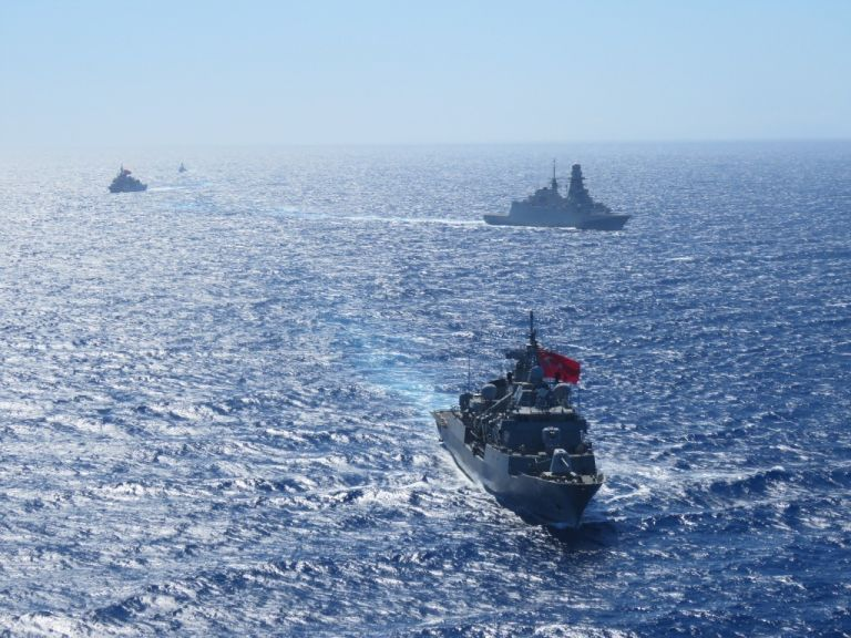 Νέα τουρκική πρόκληση: Στέλνει πολεμικά πλοία νότια της Κρήτης | tanea.gr