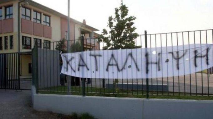 Αστυνομικοί απειλούν μαθητές: Όποιος κάνει κατάληψη πάει στο κρατητήριο με τους ποινικούς   tanea.gr