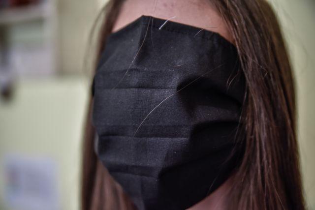 Σχολεία: Τι λέει ο άνθρωπος που έφτιαξε τις υπερμεγέθεις μάσκες - Που οφείλεται η αστοχία | tanea.gr