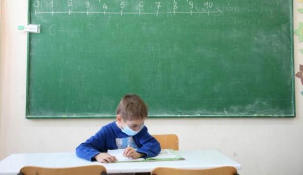 Σχολεία: Αγώνας δρόμου για τις μάσκες – Ξεκίνησε η παραγωγή τους | tanea.gr