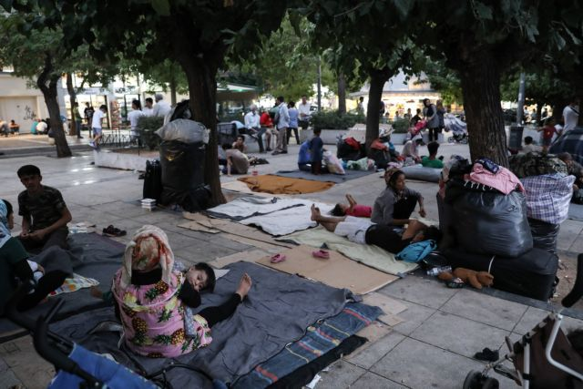 Από τη Μόρια στην πλατεία Βικτωρίας: Δεκάδες οικογένειες σε άθλιες συνθήκες | tanea.gr