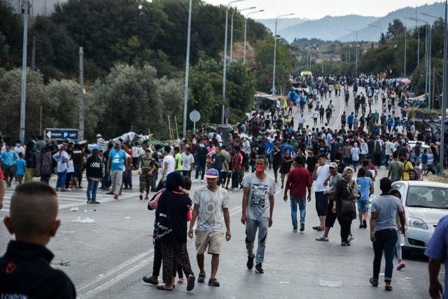 Συνεχίζεται η ένταση στη Λέσβο μετά την καταστροφή της Μόριας | tanea.gr