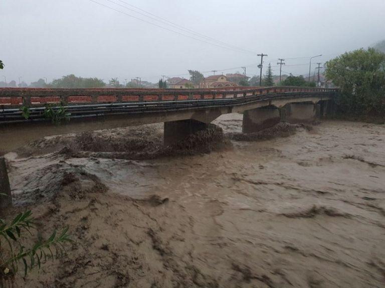 Ιανός: Αγνοείται οδηγός στην Καρδίτσα – Παρασύρθηκε από ορμητικά νερά | tanea.gr