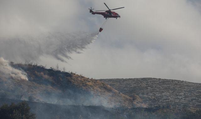 Υπό μερικό έλεγχο η πυρκαγιά στο Βύρωνα – Παραμένει ισχυρή δύναμη της Πυροσβεστικής | tanea.gr