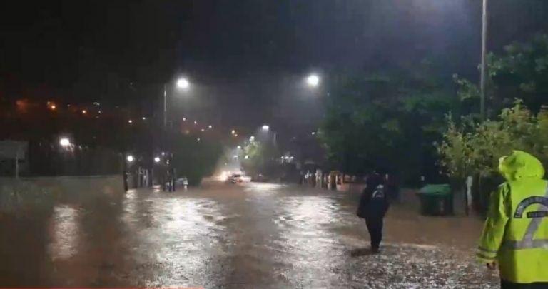 Κατακλυσμός σε Καρδίτσα, Βόλο: Μία αγνοούμενη και επτά εγκλωβισμένοι   tanea.gr