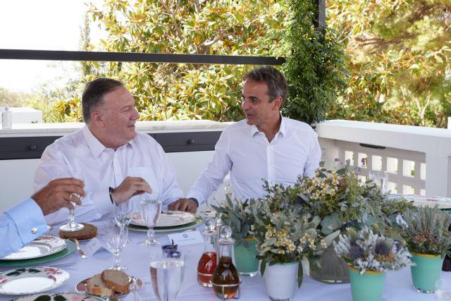 Κρητικά εδέσματα στο γεύμα εργασίας Μητσοτάκη – Πόμπεο | tanea.gr
