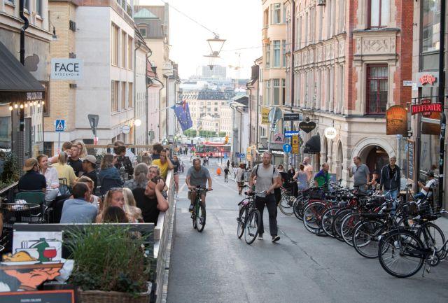 Στη Σουηδία επιμένουν να μη φορούν μάσκα | tanea.gr
