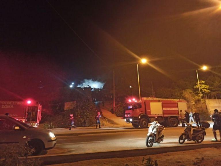 Υπό έλεγχο η φωτιά στο ΚΥΤ της Σάμου – Δύο τραυματίες | tanea.gr