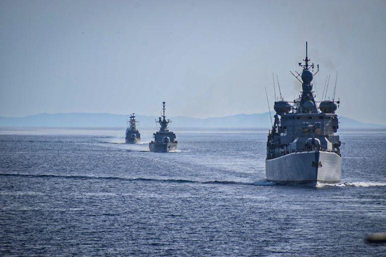 Ραγδαίες εξελίξεις στην Ανατ. Μεσόγειο: Αποσύρονται σταδιακά τουρκικά και ελληνικά πολεμικά πλοία | tanea.gr