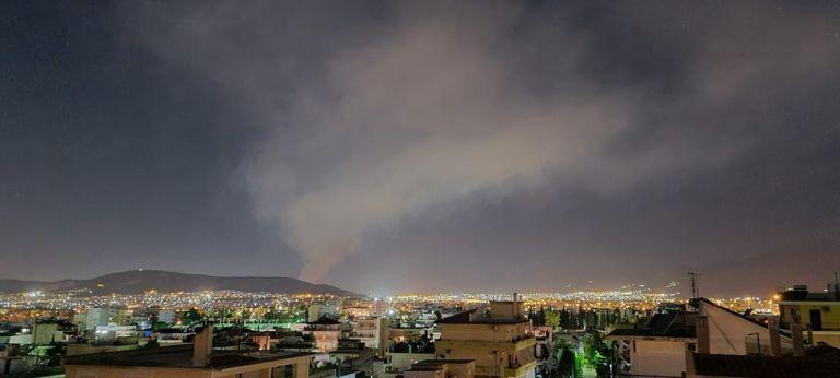 Φωτιά στον ΧΥΤΑ Φυλής: Μήνυμα από το 112 στους κατοίκους | tanea.gr