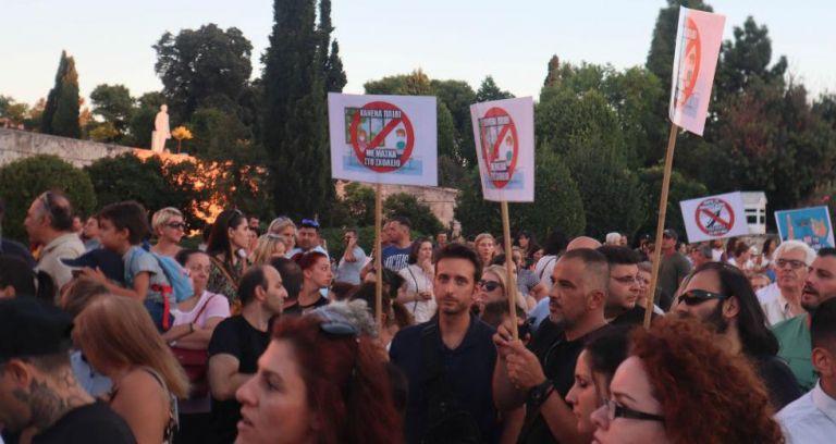 Editorial: Public health threat | tanea.gr