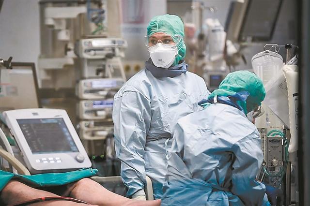 Πώς η πανδημία αφήνει ακάλυπτους βαριά νοσούντες | tanea.gr