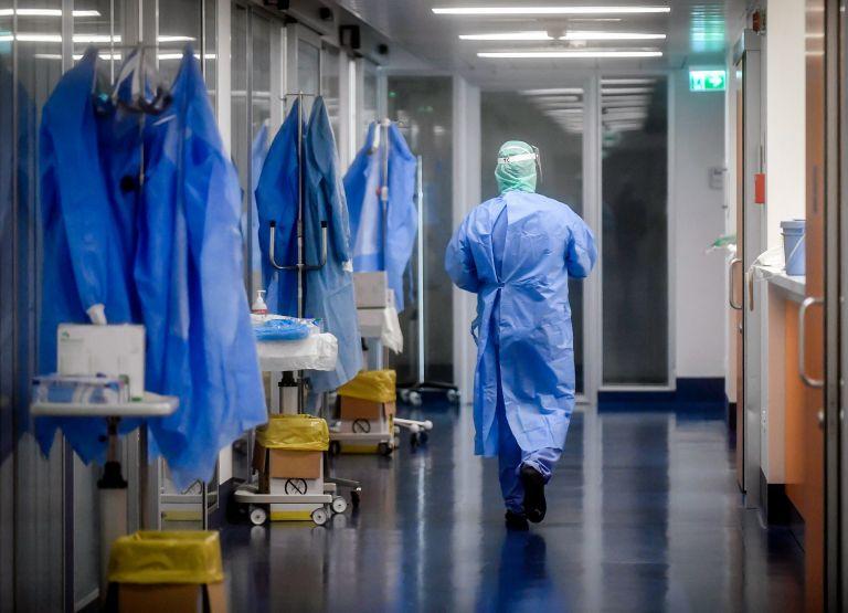 Απειλεί η πανδημία: Στα 339 τα κρούσματα - 71 δίνουν μάχη στις ΜΕΘ | tanea.gr