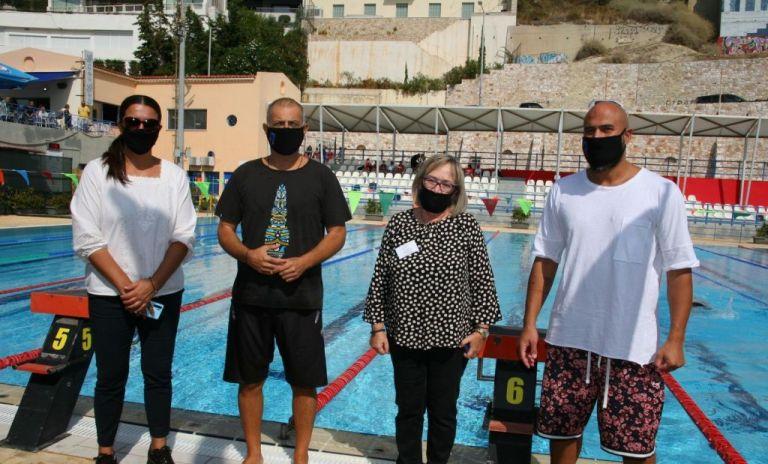 Μια σημαντική πρωτοβουλία από τον Δήμο Πειραιά: «Κολυμπάμε για τη ζωή» | tanea.gr