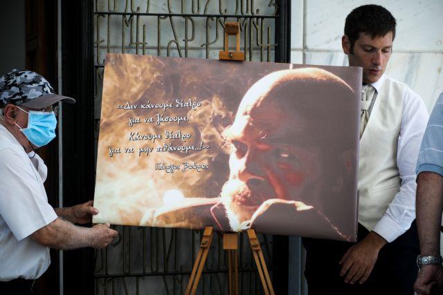 Θλίψη στην κηδεία του σπουδαίου θεατρανθρώπου Γιώργου Βούρου | tanea.gr