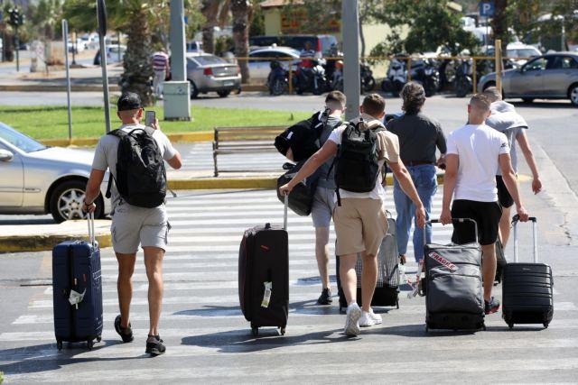 «Μαύρος» Αύγουστος για τον τουρισμό: Μόλις 1,6 εκατ. αφίξεις εξωτερικού | tanea.gr