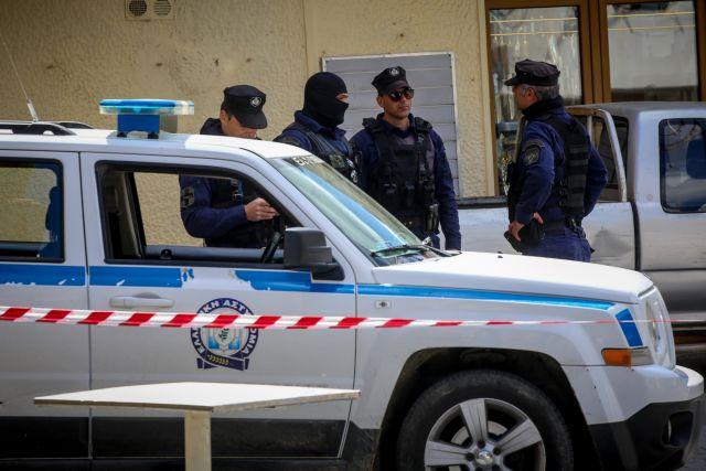 Συνελήφθη ο πατέρας που έδειρε καθηγητή για τη μάσκα | tanea.gr