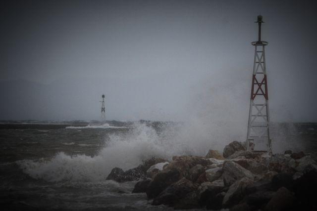 Κακοκαιρία «Ιανός» : Έρχονται καταιγίδες και θυελλώδεις άνεμοι   tanea.gr