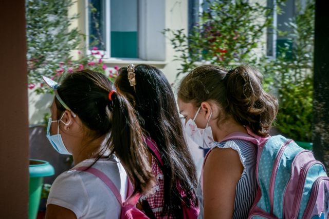 Διακόπτεται η παραγωγή μασκών για τους μαθητές μετά το φιάσκο | tanea.gr