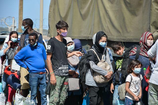 Περισσότεροι από 900 πρόσφυγες μεταφέρονται από τα νησιά στην ηπειρωτική Ελλάδα | tanea.gr