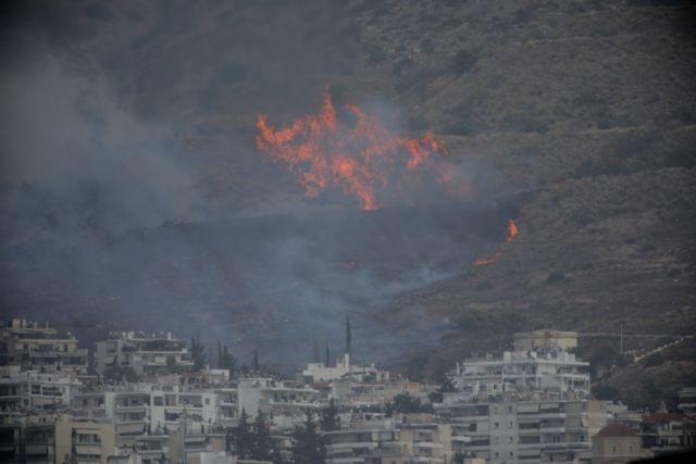 Μεγάλη φωτιά στον Καρέα: Στη μάχη πέντε ελικόπτερα – Πού έχει διακοπεί η κυκλοφορία   tanea.gr