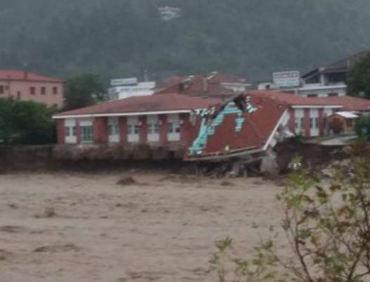 Ιανός : Κατέρρευσε το κέντρο Υγείας στο Μουζάκι | tanea.gr