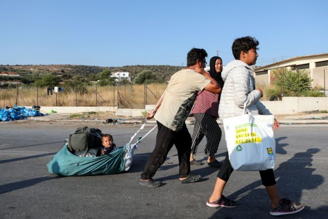 Λέσβος: Συνεχίζεται η επιχείρηση της Αστυνομίας στο Καρά Τεπέ – Τουλάχιστον 5.000 πρόσφυγες στη νέα δομή | tanea.gr