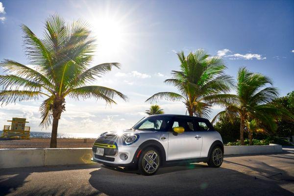 Mini Cooper SE: Ηλεκτρίζει ευχάριστα με την οδηγική του εμπειρία | tanea.gr