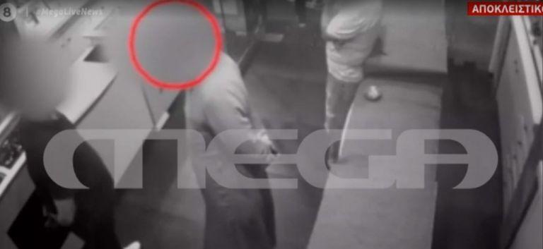 Βίντεο ντοκουμέντο με τον ιερέα που κατηγορείται ότι πούλησε διαμάντια «μαϊμού» | tanea.gr