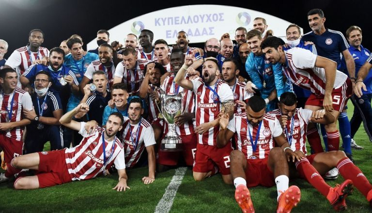 Γιορτάζει το νταμπλ ο Ολυμπιακός: «Αυτό είναι σωστό» | tanea.gr