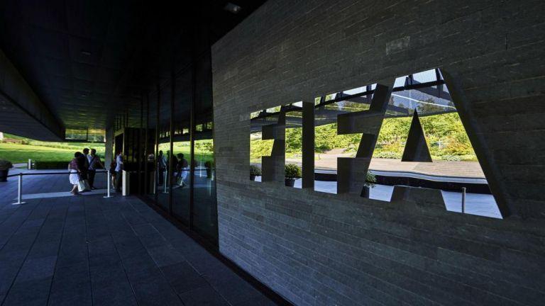 FIFA: Η πανδημία μπορεί να κοστίσει 14 δισ. δολάρια | tanea.gr