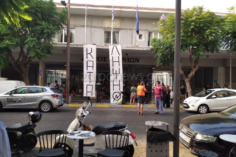 Χανιά: Κατάληψη στο δημαρχείο από αλληλέγγυους της «Ρόζα Νέρα» | tanea.gr